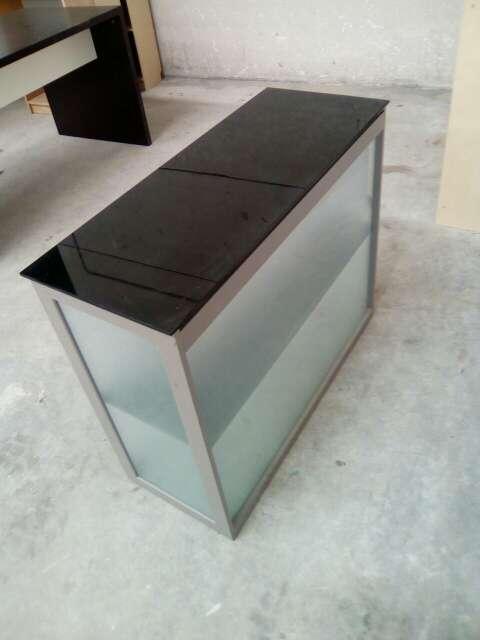 Imagen producto Mueble de aluminio y cristal 3