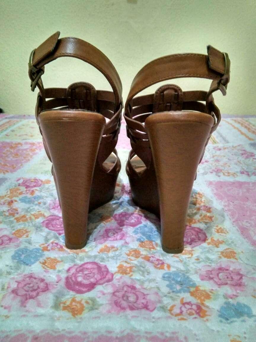 Imagen producto Sandalias cuña color cuero 3