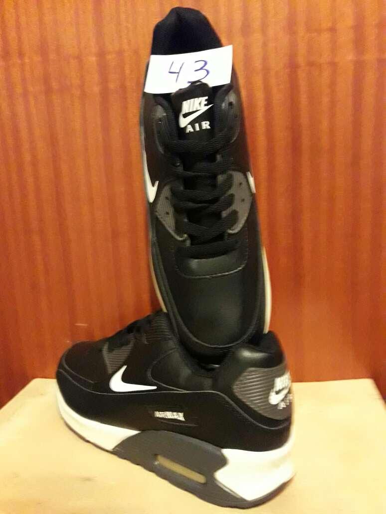 Imagen producto Zapatillas en stock 3