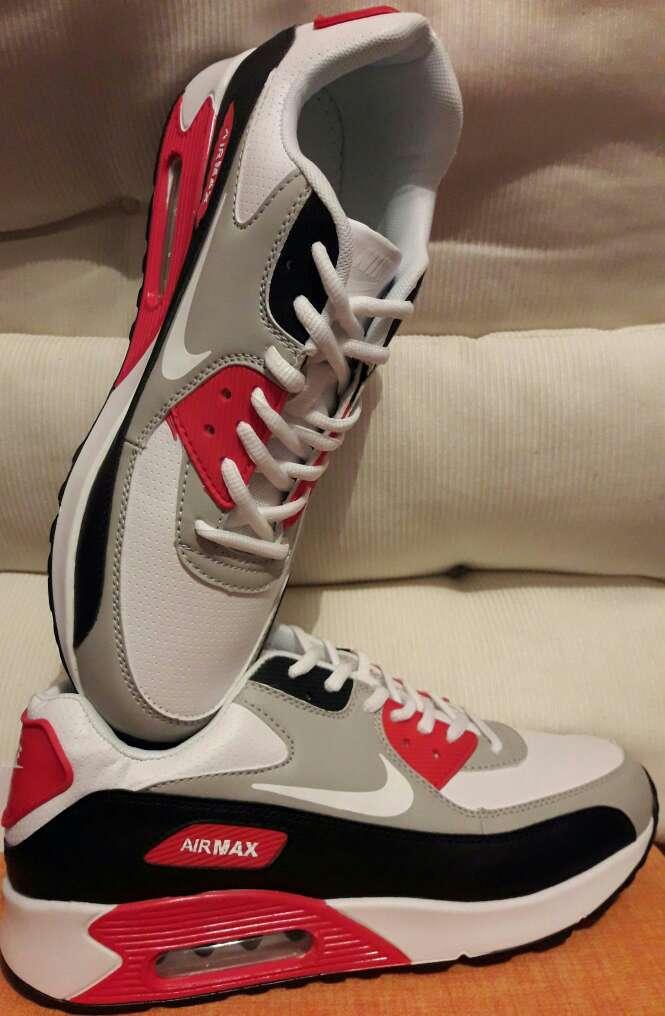Imagen Deportivas Nike-Adidas