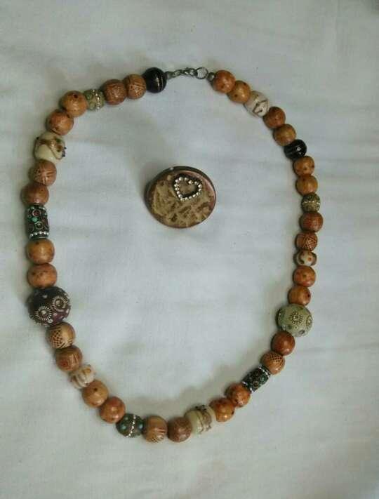 Imagen Bisutería, collar y anillo.