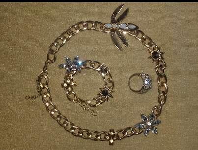 Imagen Collar, pulsera y anillo.