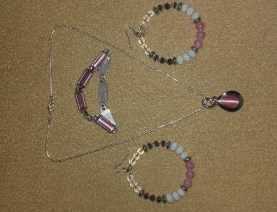 Imagen Collar, pulsera y pendientes.