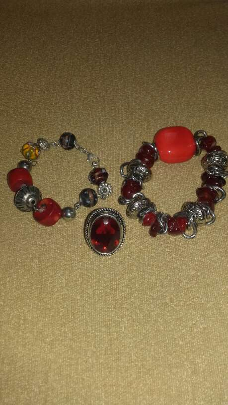 Imagen Dos pulseras y anillo a juego.