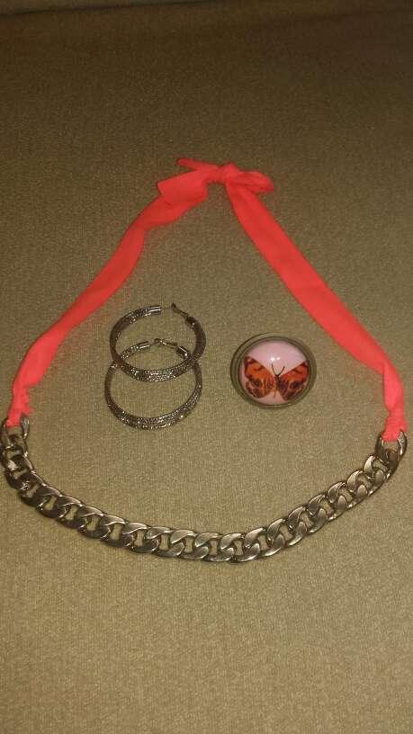 Imagen Collar, pendientes y anillo.