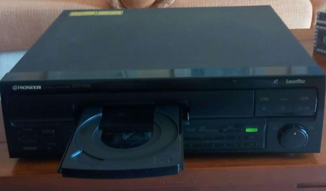 Imagen producto Reproductor Laserdisc Pioneer sin mando con película  4