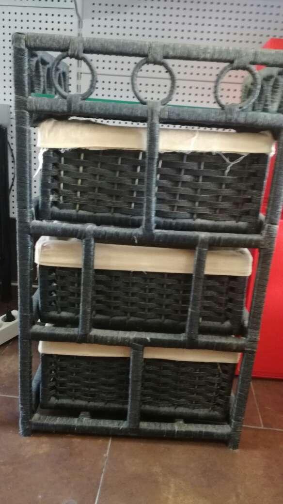 Imagen producto Mueble de mimbre con 3 cajones 4