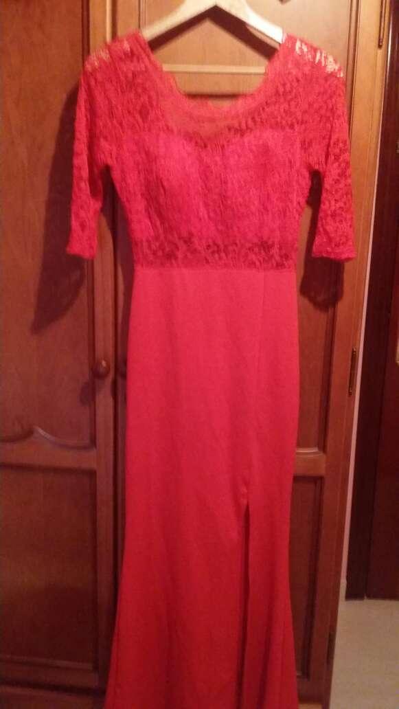 Imagen vestido rojo de encaje