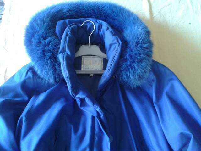 Imagen producto Abrigo azul vendo o cambio para una maquina de coser en bueno estado. Escuche ofertas  1
