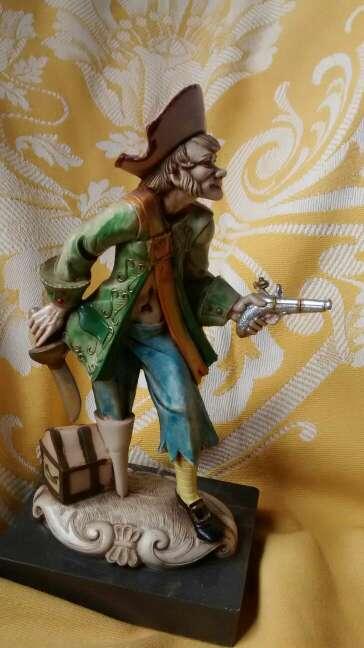 Imagen producto Figura italiana de pirata 2