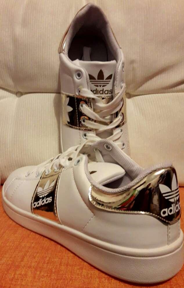 Imagen producto Zapatillas de mujer en stock 3