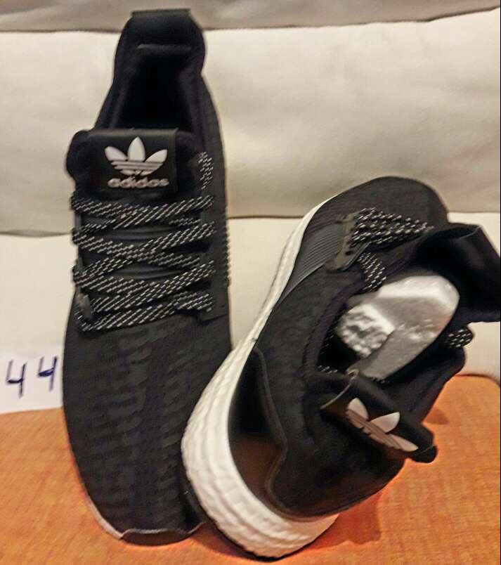 Imagen producto Zapatillas en stock 4