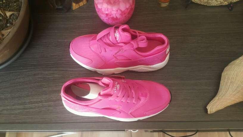 Imagen producto Nike Hauarache Rosa Fuxia n36 y n40 2