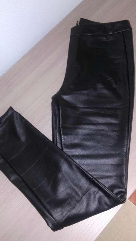 Imagen Pantalón negro de cuero