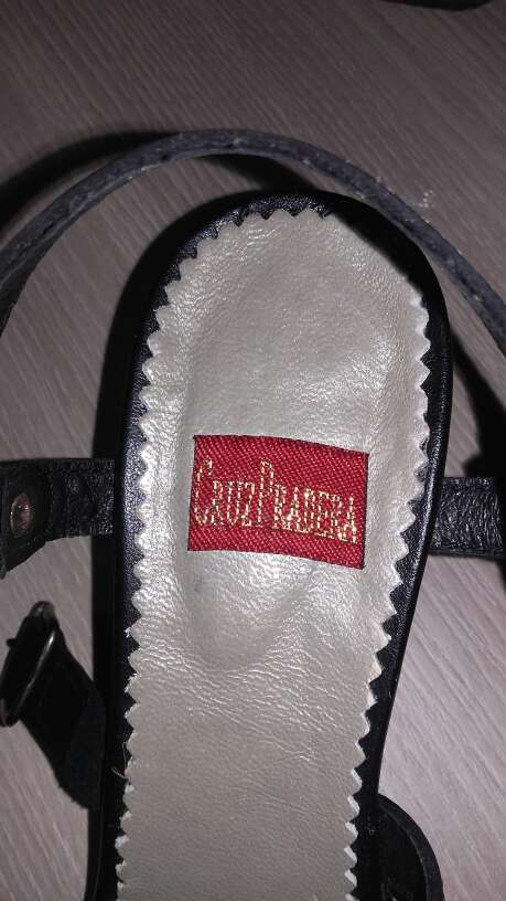 Imagen producto Sandalias negras de piel. 4
