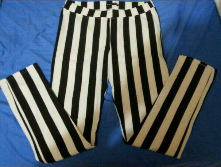Imagen Pantalón blanco y negro
