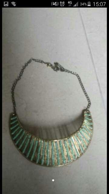 Imagen vendo collar verde