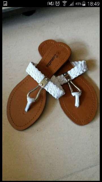 Imagen producto Vendo sandalia blanca  1