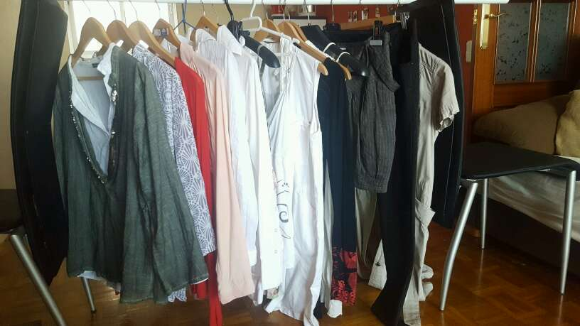 Imagen Vendo montones de ropa
