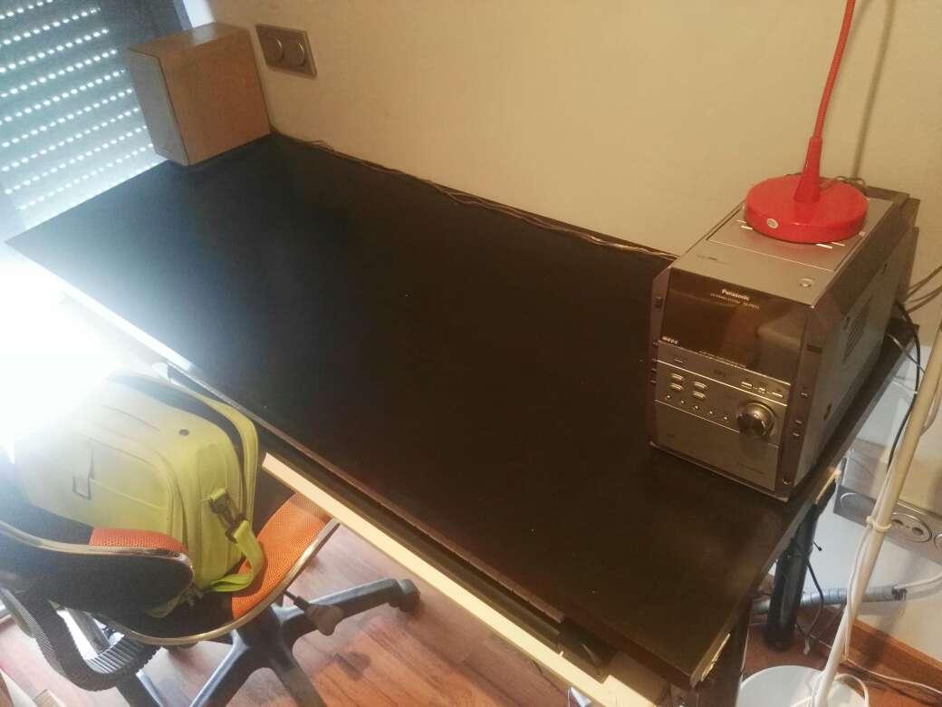 Imagen producto Silla de ordenador y mesa para despacho, urgente vender 2