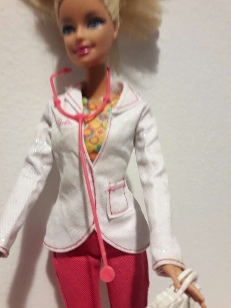 Imagen producto Barbie doctora. 3