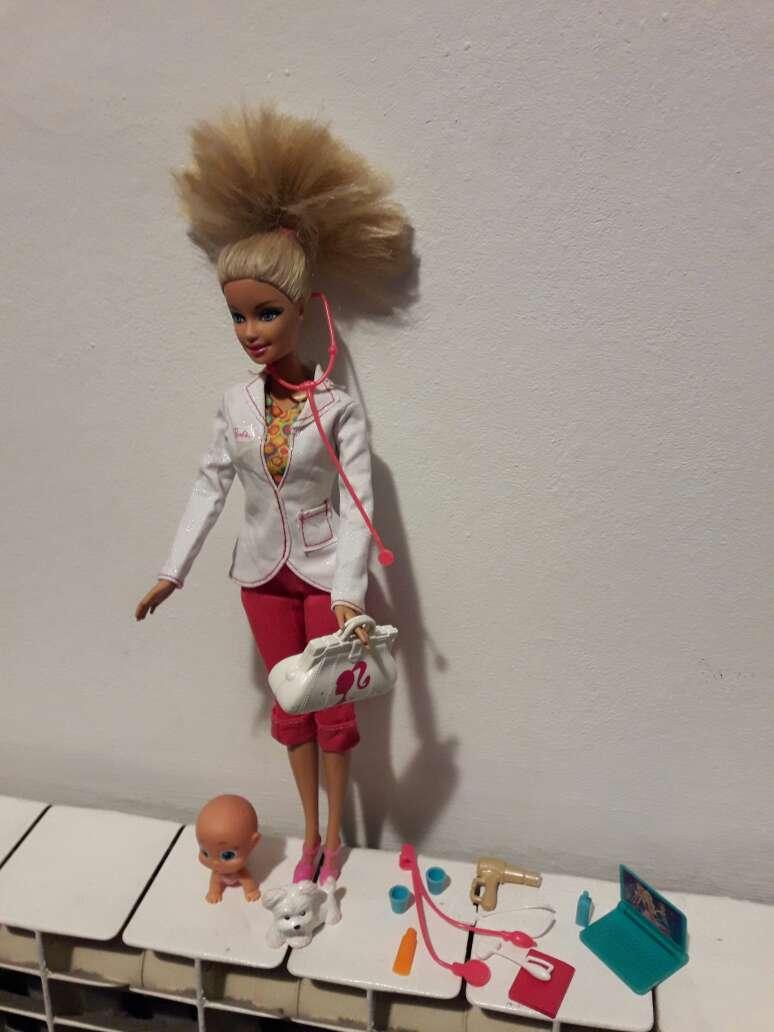 Imagen barbie doctora.