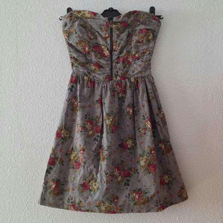 Imagen producto Vestido gris flores palabra honor 4