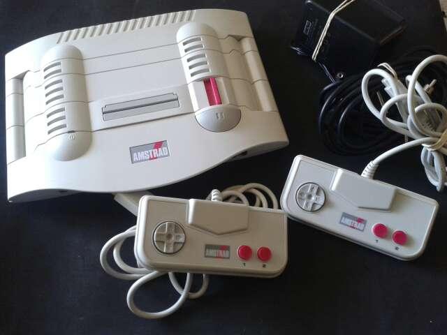 Imagen Amstrad GX 4000 + 2 Juegos