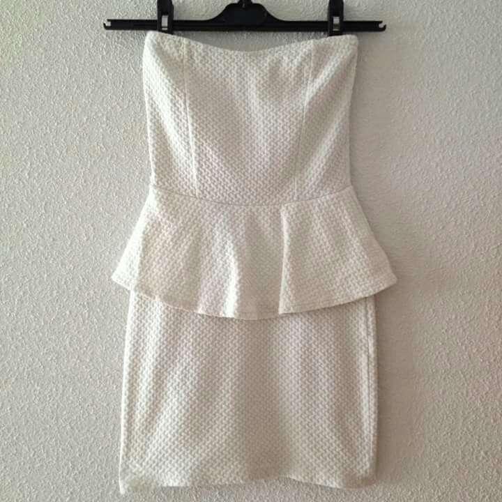 Imagen Vestido blanco peplum
