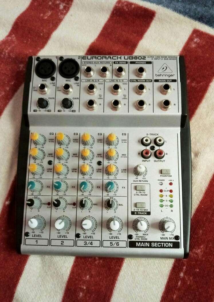 Imagen producto Mesa Sonido Behringer + cables conectores 4