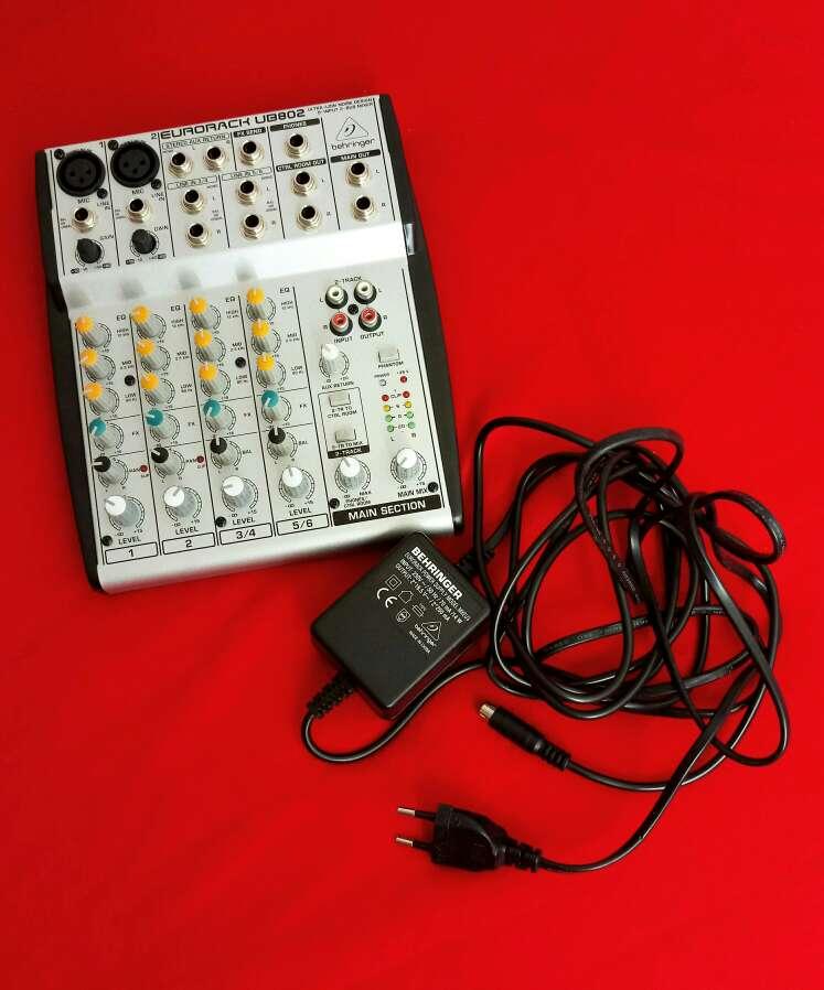 Imagen Mesa Sonido Behringer + cables conectores