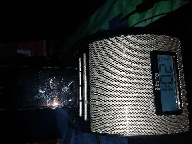 Imagen se vende base para ipod con radio y despertador