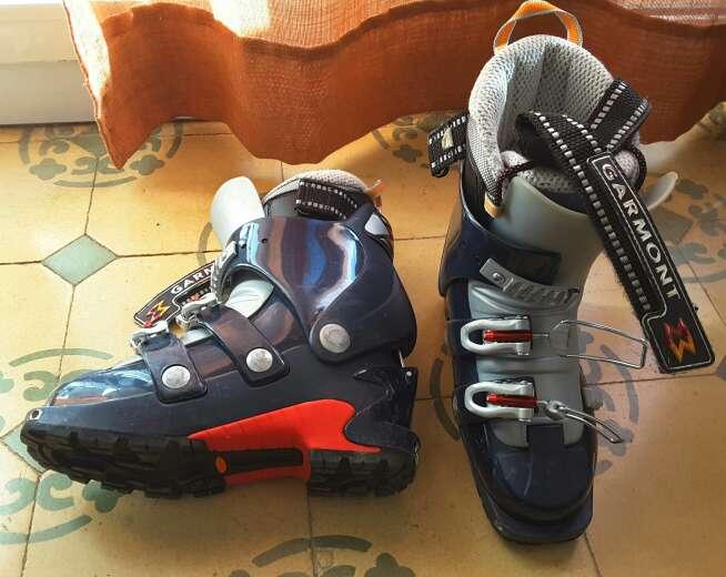 Imagen botas chica esqui montaña