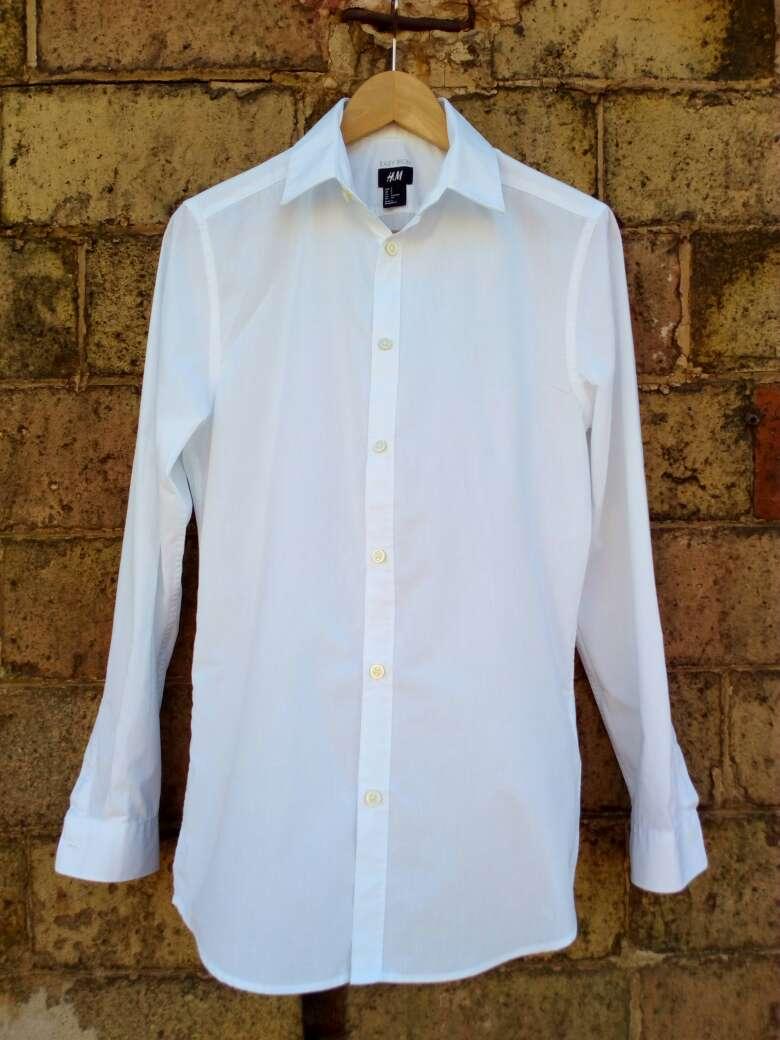 Imagen camisa. blanca hombre t.S H&M casi nueva