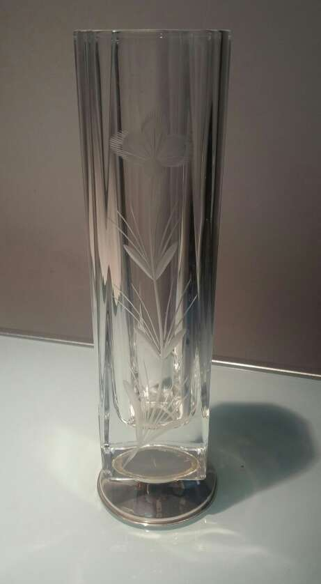 Imagen Jarron tallado cristal Con base de Plata