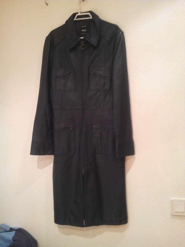 Imagen chaqueta de mujer de piel auténtica.talla m.vendo por que me está grande.chaqueta en muy buen estado.numero de contacto.606810004