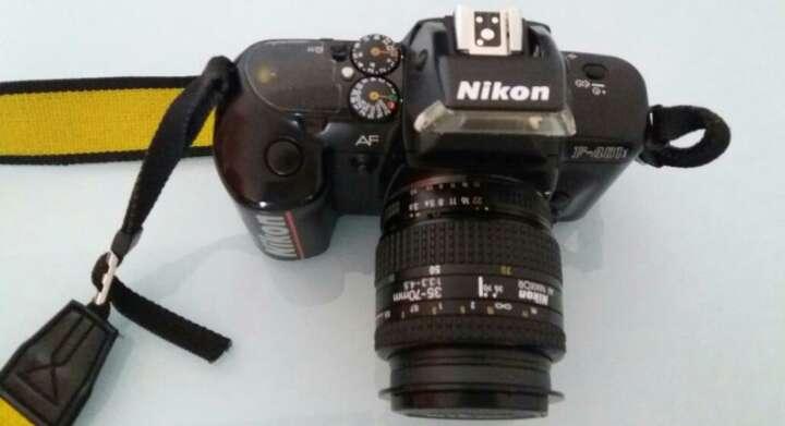 Imagen Camara fotos Nikon F401. Carrete y pilas AA.