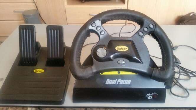 Imagen volante y pedales de playstation 1