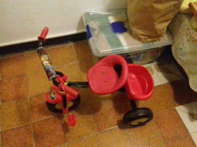 Imagen trciclo rojo