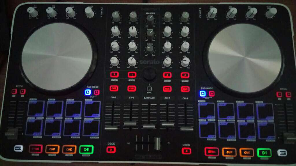 Imagen Controlador dj (reloop beatmix 4)