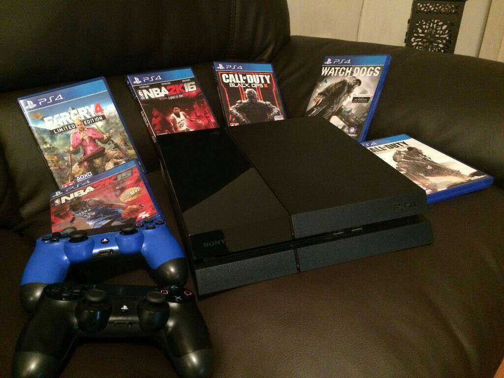 Imagen Ps4 with games and controllers