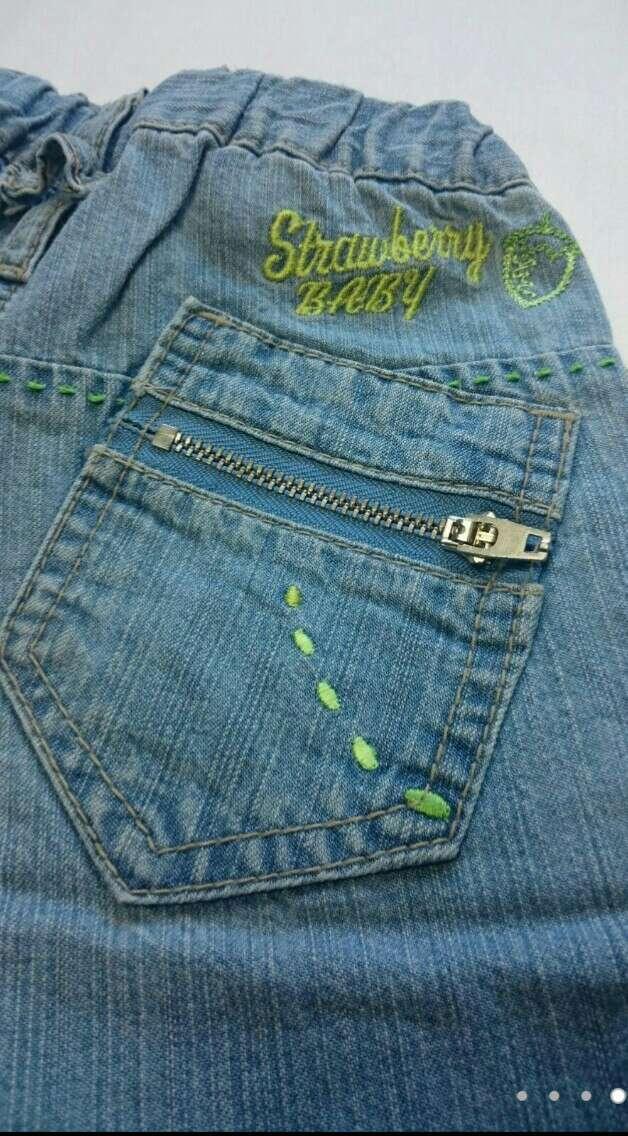 Imagen producto Camiseta verde Vaqueros y Zuecos verdes 3