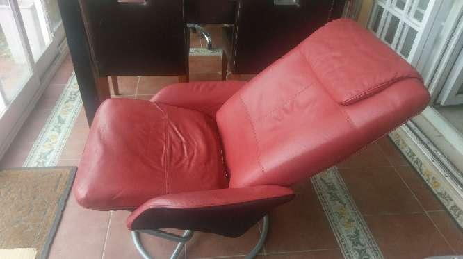 Imagen silla giratoria cuero rojo