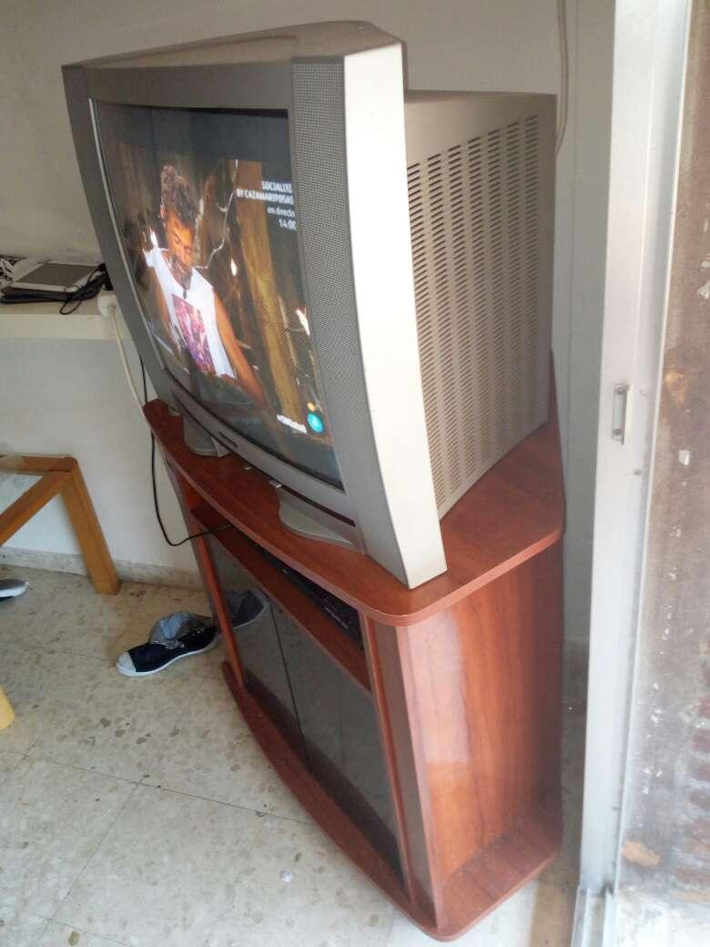 Imagen producto Mesa aux. con televisión 3