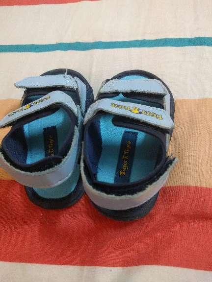 Imagen sandalia de bebé