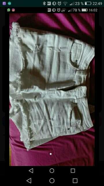 Imagen pantalón corto de bershka