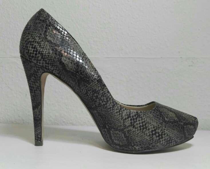 Imagen Zapatos de tacón animal print.