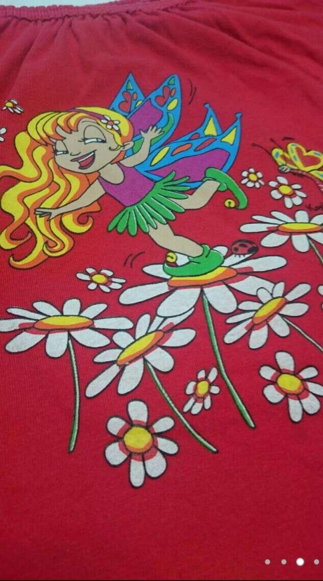 Imagen producto Camiseta roja Zuecos y Vaqueros  3