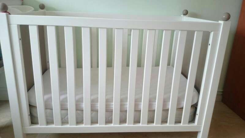 Imagen producto Cuna de Bebe con colchón 2