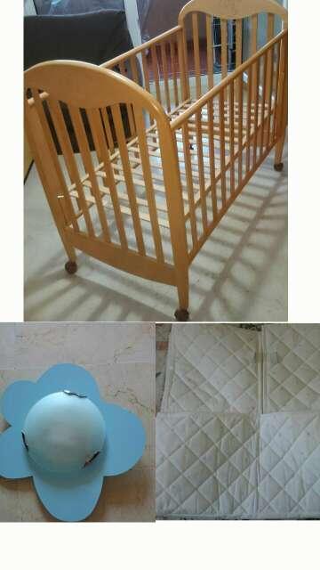 Imagen producto Cuna de Bebe, protector ikea nuevo y lámpara 4